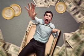 男子借钱逾期不还,其抵押房屋是否应归债主?